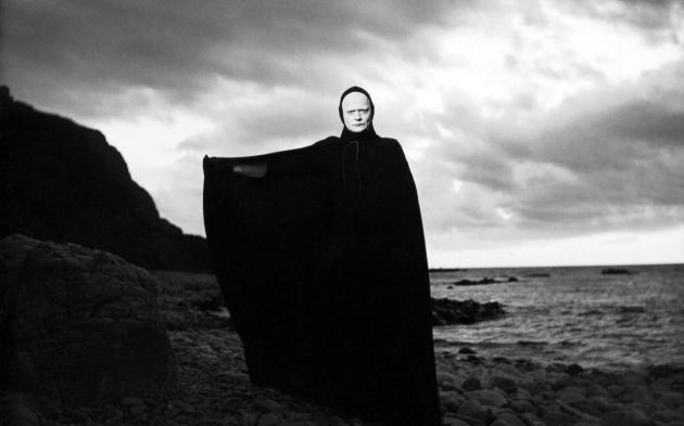 dark-clouds-hang-over-death-in-the-seventh-seal